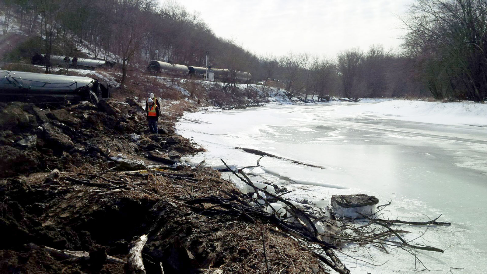 <h4>Oil transported via train or pipeline</h4> <h5>Since 2000, 21 railway spills and 734 pipeline spills of crude oil over 1,000 gallons have been reported by the Pipeline and Hazardous Materials Safety Administration.</h5><em>U.S. Environmental Protection Agency</em>
